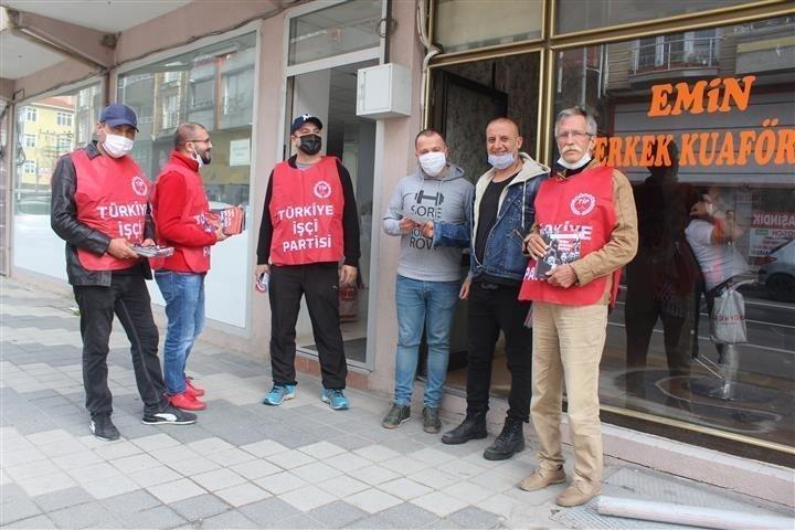 Türkiye İşçi Partililer Saray'da Bildiri Dağıttı