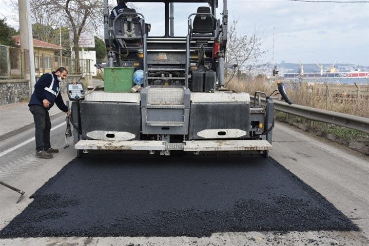 Büyükşehir Yol Bakım ve Onarım Çalışmalarına Devam Ediyor