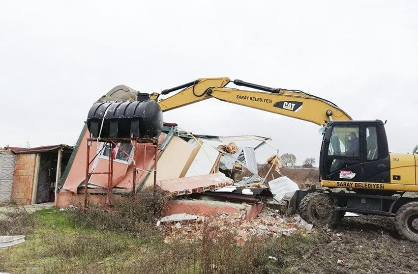 Saray Belediyesi kaçak yapıları yıkıyor