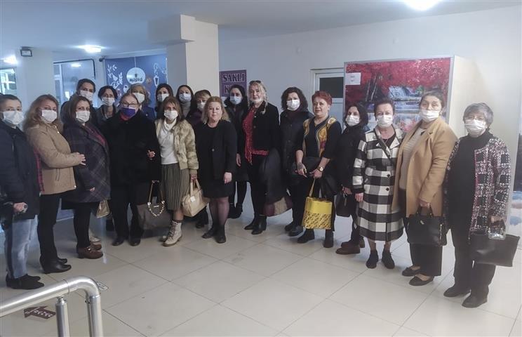 İYİ Partili Kadınlar Saray'da Sahaya İndi