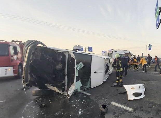 Minibüsle Kamyon  Çarpıştı: 6 Yaralı