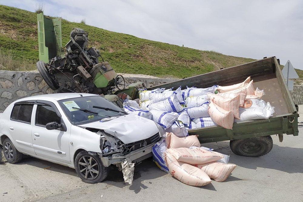 Saray'da Otomobil ile Traktör Çarpıştı